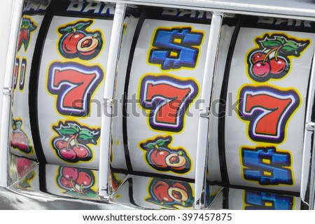Winning Jackpot with Slot Machine on Lucky Sevens.