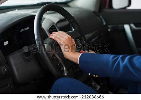With the steering wheel, arm women