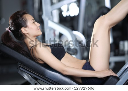 Woman at the gym doing exercises to strengthen the muscles of the legs