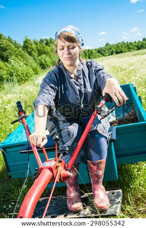 woman controls the tiller with trolley