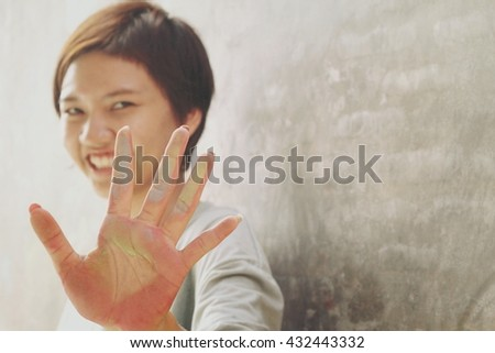 Woman hands dirty