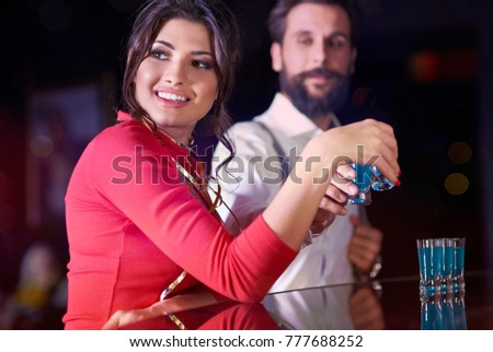 Woman ignored man while toasting