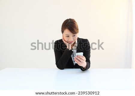 Woman in a suit to see an email