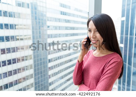 Woman pick up a call