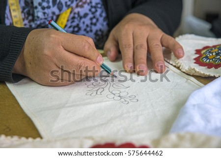 Blueprint ecuador imgenes pagas y sin cargo y vectores en stock womans hands drawing a flower on a piece of material as a guideline to later sew malvernweather Image collections