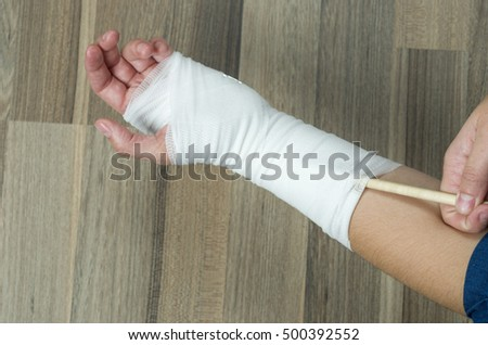 Woman scratching with a pen to injured wrist. Don't do it! is dangerous for yourself.