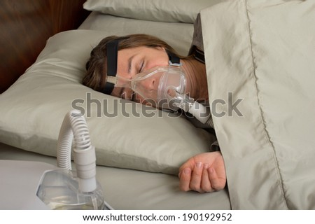 Woman wearing CPAP machine for sleep apnea