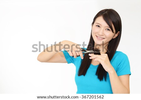 Woman who cutting her hair