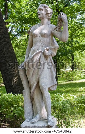 Woman with the garland of roses. Unknown sculptor. XVIII of century began