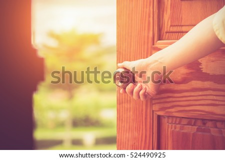 Women hand open door knob or opening the door. & Women Hand Open Door Knob Opening Stock Photo 524490925 - Shutterstock Pezcame.Com