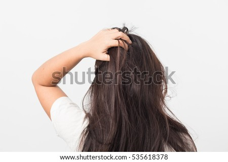 Women itching scalp  itchy his hair
