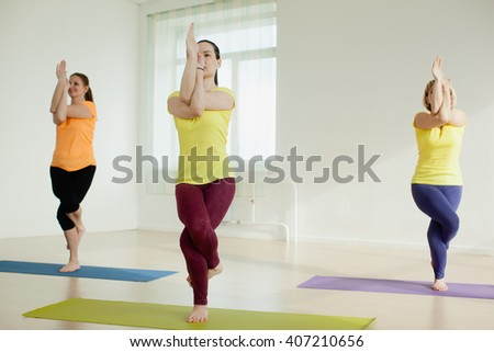 women practicing the eagle pose