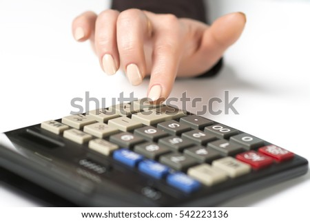 Women's hand presses plus on a calculator