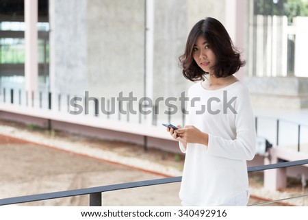 women with smart-phone
