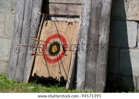 wooden target, bull with arrows