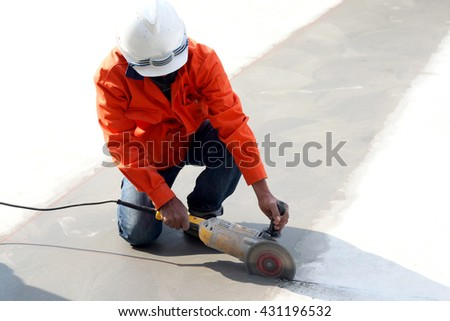 worker cutting with saw blade