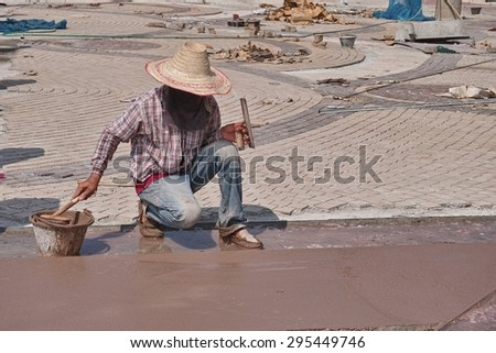 Worker lay the floor