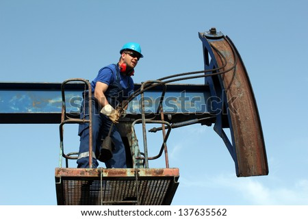 worker working in the oil field