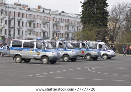 YAROSLAVL - MAY 7 : Police cars during rehearsal of 66th anniversary of Victory in Great Patriotic War Military Parade at Soviet Square on May 7, 2011 in Yaroslavl, Russia