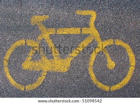 Yellow cycle signal on asphalted bicycle lane