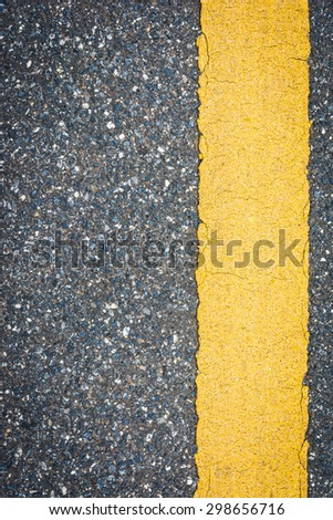 yellow dotted lines on road