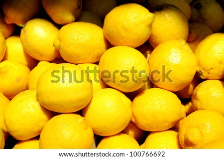 Yellow lemons on the market