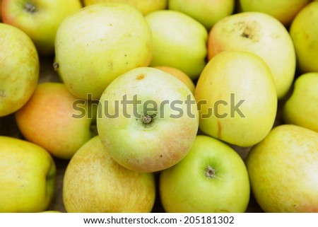 yellow small apples