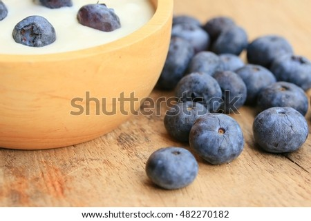 yogurt smoothie with blueberries