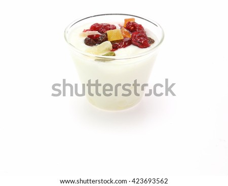 Yogurt with dry fruits