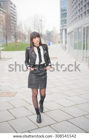 Young beautiful caucasian brown hair girl posing walking through the streets of the city overlooking - Freshness, serene, carefreeness concept