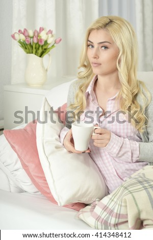 young beautiful woman  drinking tea