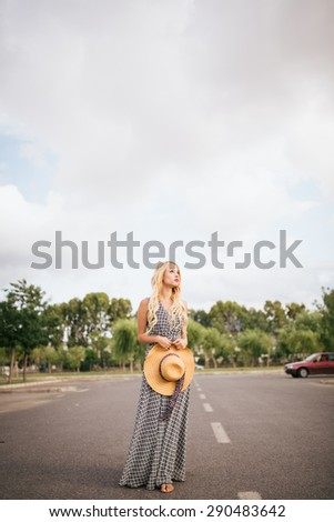 Young beautiful woman on outdoor cheerful.