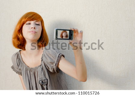 Young beautiful woman taking picture of herself, selfshot or selfy on ...