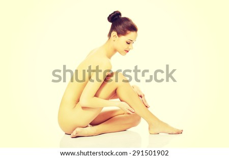Young beauty fit nude women.