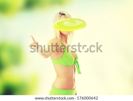 Young blonde throwing flying disk