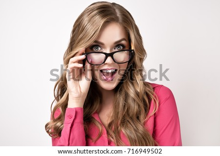 Smiley coed in glasses slowly uncovering her petite curves № 388919 бесплатно