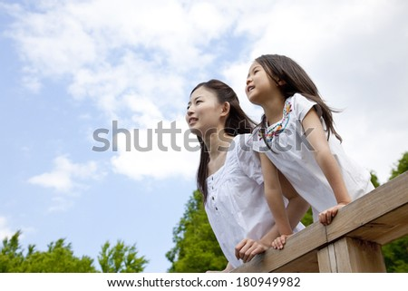 Young girls and Japanese woman to look into the distance