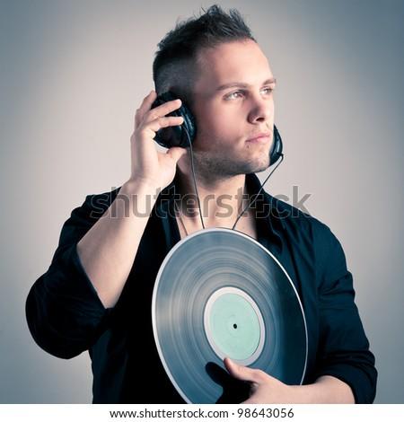 Antes fossem os meus audiófilos... - Página 3 Stock-photo-young-man-working-as-dj-with-ear-phones-and-disc-98643056