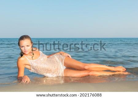 Wet Bikini Girls