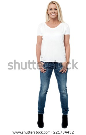 Young woman posing with hands in jeans pocket
