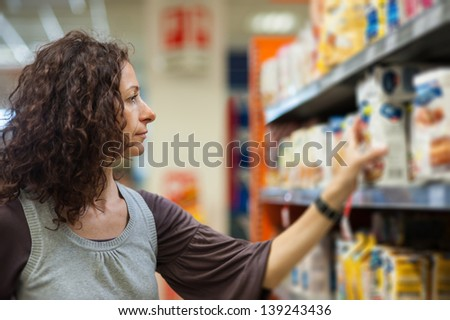 Young woman shopping at a supermarket.