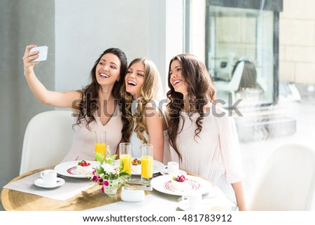 Young women making selfie