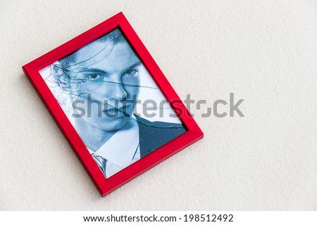 zerbrochner picture frame. symbolic photo for divorce, separation and relationship crisis - stock photo