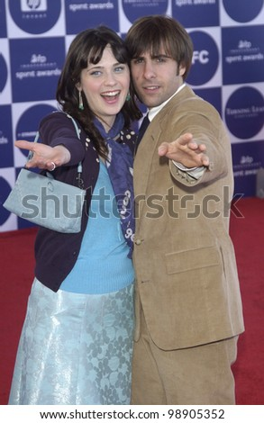 ZOOEY DESCHANEL & JASON SCHWARTZMAN at the 2004 IFP Independent Spirit Awards on the beach at Santa Monica, CA. February 28, 2004