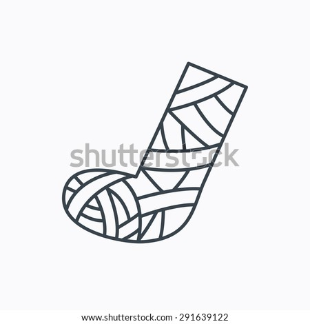 Gypsum or cast foot icon. Broken leg sign. Human recovery medicine symbol. Linear outline icon on white background. Vector - stock vector